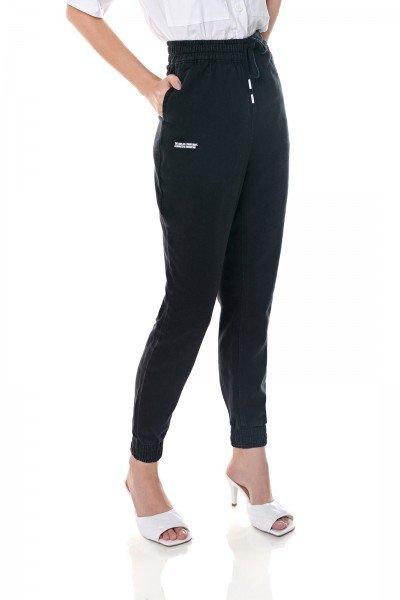 dz3658 com calca jeans feminina jogger black and white preta denim zero frente prox