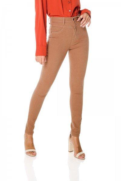 dz3675 re calca jeans feminina skinny hot pants tradicional colorida marrom pardo denim zero frente prox