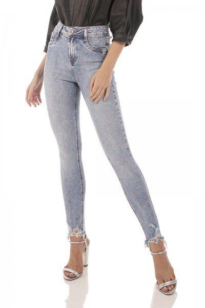 dz3729 re calca jeans feminina skinny media cigarrete barra irregular denim zero frente prox